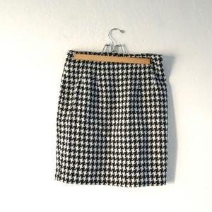EXPRESS Black and White Houndstooth Mini Skirt
